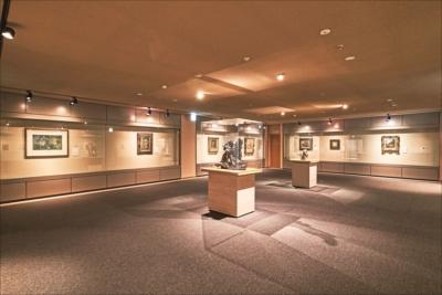 新館には、西洋の近代美術と中国の工芸品の2室の展示室があり、平常陳列を行っている