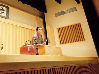 繁昌亭のメインとなる昼席では、ベテランから若手まで、入れ替わり立ち替わり登場する。