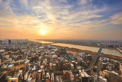 撮影OKの展望エリアからは大阪市街を一望できる。夕焼けの時間が特におすすめ