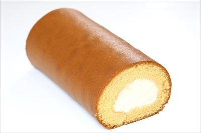 しっとりとした食感のりくろーる生地に北海道産の生クリームを巻き込んだニコニコりくろーる1本1080円。はちみつがふわりと香る。