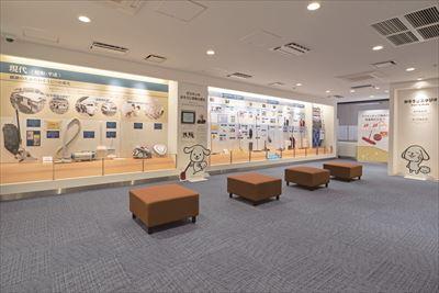 日本の掃除と、ダスキンの掃除関連事業の歴史を道具とと もに展示。ホコリの可視化や掃除体験で効果的な掃除方法も学べる